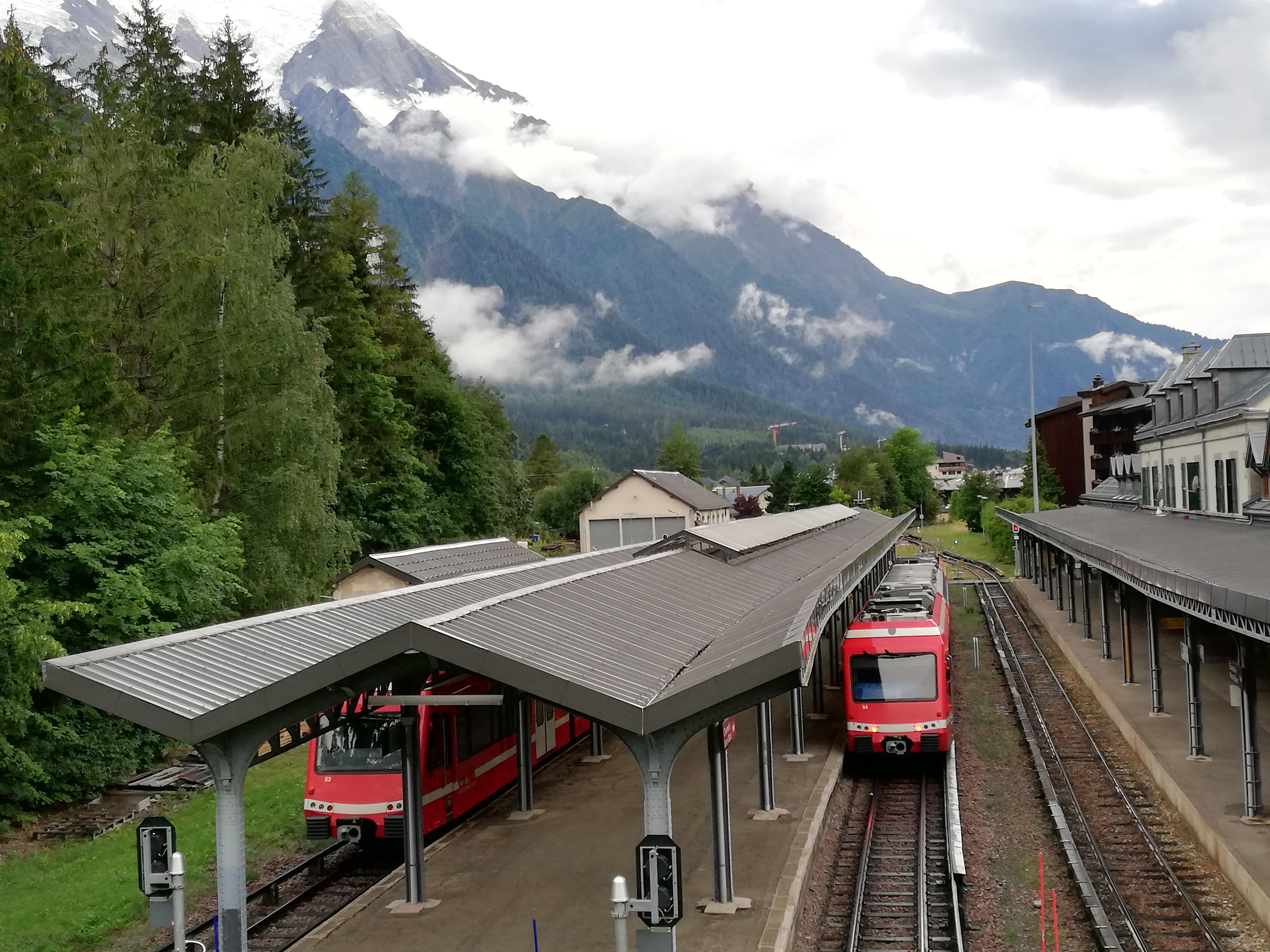 Почему поезда трясет?