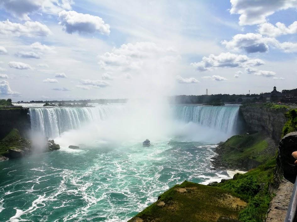 Я покажу вам Ниагарский водопад: карты, деньги, две струи